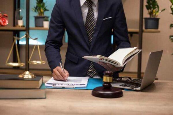 học luật sư
